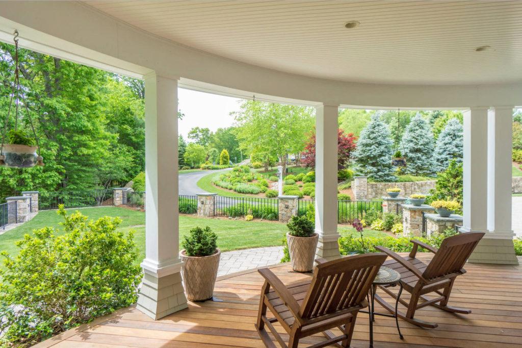 Вид из окна загородного дома